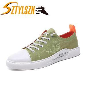 Zapatos nuevos hombres del bordado Little White Classic Light Moda Zapatos ocasionales de los hombres zapatillas de deporte de la lona Zapatos De Hombre