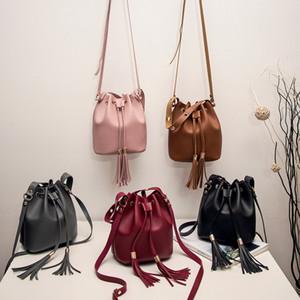 mulheres sacos bolsas saco crossbody Mulheres Doce cores de um ombro Pequeno Tassel Bucket Bag trousse maquillage femme