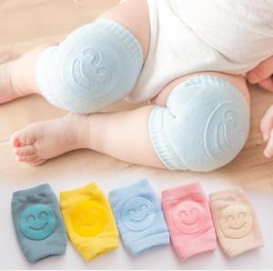 Joelho bebê Crianças Pads antiderrapante Sorriso Knee Pads recém-nascido de rastejamento Elbow Protector pé quente crianças segurança Joelheira Rapazes Meninas Socks BWF853