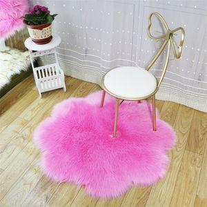 Forma Fiore molle del Faux di pelle di pecora pelliccia Area tappeti per Camera da letto Soggiorno Piano Shaggy Silky peluche tappeto rosa Faux Fur scendiletto