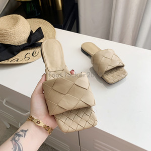 2020 UK Woven Slippers Sliders Frauen Sommer Sandalen Lederschuhe Damen Flip Flops quadratische Zehe-Stilett-Sandelholz-Wolke Chaussures Schuhe