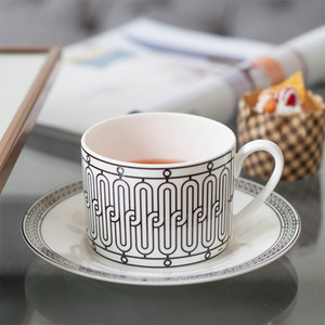 VIP Dropshipping élégant H Mark Golden Top grade Bone China Coffee Cup Coupe d'Europe à thé et soucoupe Afternoon Tea Café