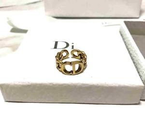 Dijia / D anneau famille femme tempérament célébrité Internet 2020 Nouvelle-oreilles anneau CD lettre