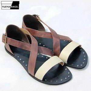Uomini scarpe casual Scarpe spiaggia pista vera pelle sandali piani nero di modo rivetta Roma Gladiator Sandals Open Toe estate Maschio
