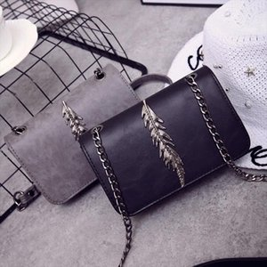 Yuhua, 2020 new women handbags, leaves decoration flap, fashion Korean version shoulder bag, woman messenger bag.