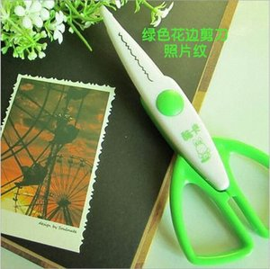 Wholesale-1pcs lace Scissors Metal and Plastic DIY Scrapbook Paper Photo Tools Diary Decoration Safety Scissors 3 Styles Selection YH2 tXWa#