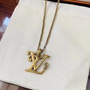 Neu kommt Europa Amerika Mode-Mann-Dame Frauen-Goldfarben-Hardware V-Initialen-Halskette mit Squared V Brief Gold Pendant