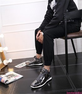 2020 Top Korean modische Schuhe Modedesigner Silber gold schwarz glänzend hell Herr stilvoll roter Qualitätsschuh Teppich bevorzugt