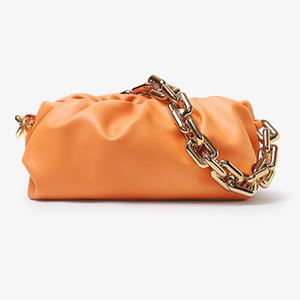 Luxury натуральной кожи дизайнер Новой Облако Форма Женщина сцепление сумка Big Metal Chain плиссе Клецка Crossbody сумка на ремне