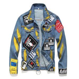 Mens Designer Denim Jacket Distintivo di personalità dei graffiti Patchwork Tasche Moda Skateboard Hip Hop Jean giacche larghe casuale Autunno Cappotti
