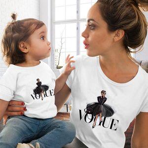 Corrispondenza Famiglia Moda Abbigliamento Outfits sguardo della figlia della madre VOGUE principessa maglietta Abbigliamento Mommy and Me Famiglia sguardo Tshirt