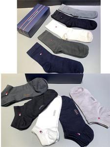 calcetines de los hombres de Tommy 2020 Vetements Calle reflectante calcetín de deportes de la manera confortable y transpirable Hermosa Socking Medio Tubo otoño invierno del calcetín