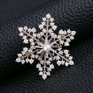 Fashion Korean Pearl Brooches Pin Crystal Brooch for Women High Quality Zircon Snowflake Brooch Luxury Wedding Brooch for Party Dress