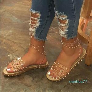 Новые лета женщин сандалии плоские пятки Заклепка платформы Peep Toe лодыжки пряжки Мода Панк Бич Женская обувь Zapatos De Mujer 2020