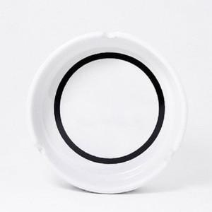 Klasik beyaz / siyah yuvarlak küllük ile lüks seramik küllük