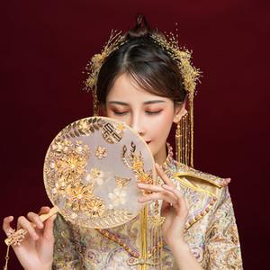 Groupe traditionnel Hanfu Fan Bride chinoise main tenant Fan Gilded frangée Fan Cover 2020 perles perle cadeau de mariage nuptiale Ventilateurs de poignée en bois