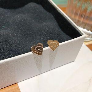 Joyería pendiente del perno YUN OBA dulces cartas corazón de la mujer de oro rosa de acero de titanio regalo nunca se descolora hipoalergénico envío de la gota