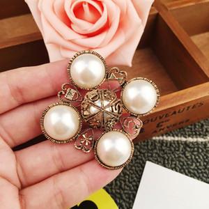 Numéro 5 Perle Vintage célèbre designer Broche Broche Broche Poche pour Femmes Pull Robe