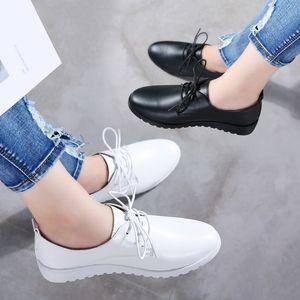 Weideng microfibra resistente all'usura scarpe piane Lace Up Casual British Style bianche scarpe eleganti all'aperto comodo donne di autunno