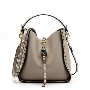 nuove donne del progettista di vendita caldi Bucket Bag Genuine Leather 2018 lusso moda delle signore delle donne Rivet borse femminili borsa tracolla casual