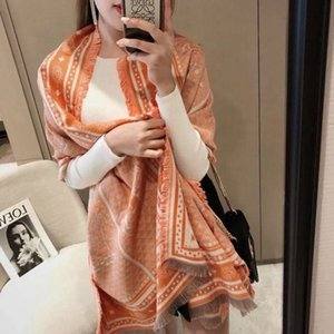 The latest Autumn and winter new style female luxury high quality fringed double-sided two-tone cashmere blend shawl scarf