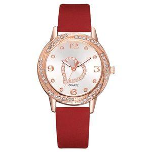 Großhandel Mode Simple Love Herz Steine Leder Uhren Damen Damen weibliche Kursteilnehmer Kleid Quarz-Diamant-Armbanduhr