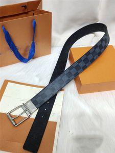 Beit, kabartılması için 40 mm çift kullanılabilir, bu sezon bir yan kayışı gümüş grisi kabartma genişliği Yeni erkek kemer siyah calfskin ve cle vardır