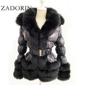 Zadorin 2020 Cálido invierno por la chaqueta de cuello mujeres peludo la piel de imitación de pato blanca capa de la chaqueta con capucha y Cinturón CX200819 invierno de Down
