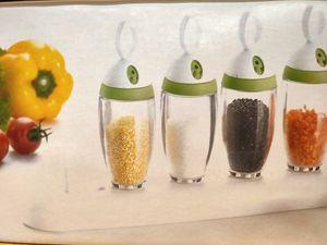 6pcs Kunststoff Gewürzdose Salz Pfeffer Schüttler Würze Jar Barbecue Grill Menage Essig-Flaschen Küchencontainer für Gewürze