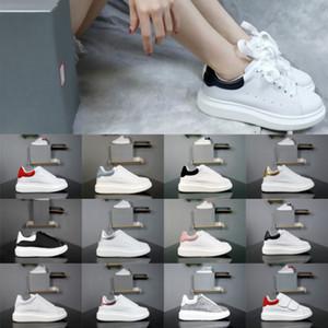 2020 zapatillas de deporte del cuero de terciopelo bajo las zapatillas de deporte de lujo niños pequeños suela gruesa aumentaron los zapatos de los hombres de las mujeres del brillo Negro Vestido blanco