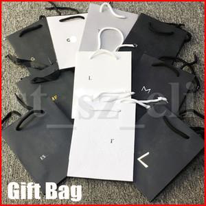 화장품 쇼핑 가방 종이 다기능 블랙 화이트 향수 립스틱 종이 가방은 선물 메이크업 가방을 포장 처리