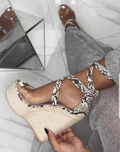 2020Summer Sexy Mulheres Platform Sandals Gladiator Moda salto alto Cunhas Alpercatas Sapatos Ladies Open toe sandálias Serpentine