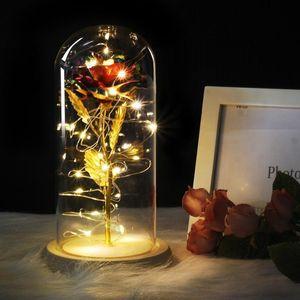 Orta Kırmızı Gül Bir Cam Kubbada Bir Ahşap Taban üzerinde Sevgililer Hediyeleri LED Gül Lambaları Noel