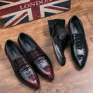 الرجال الجلود في الهواء الطلق الرجال تنفس أحذية عادية اللباس الأسود الدانتيل الذهب يصل المدببة أحذية تو رجل حذاء حفل الزفاف النادي
