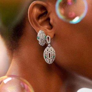 الأوروبية والأمريكية ثعبان الأزياء العين الخضراء الأقراط رئيس إبرة الفضة الإناث كامل الماس شخصية الزركون الأقراط ثعبان باختصار جوفاء