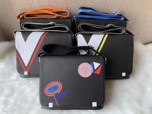 A tracolla in pelle Donne Messenger Bag catene PU Borsa Vintage Piccolo Mini Flap Bag sfera della pelliccia Decor Bolsas Crossbody Borse