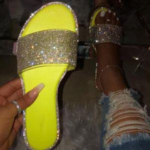 Dihope Nueva plana Zapatillas Diamond Decoración playa zapatos 2020 zapatos de verano salvajes señoras de diapositivas del Rhinestone del brillo de los deslizadores