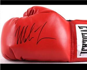 Mike Tyson imzalı boks eldiveni kırmızı imzalı