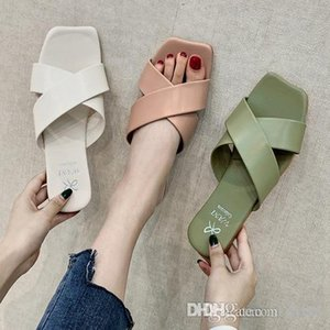2019 The latest luxury designer slides sandals slip-on for women slippers design shoes luxury fashion beach designer flip flops