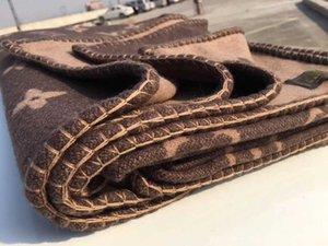 Коричневый цвет геометрические узоры Пледы Ретро Одеяло Главная Теплые двойные стороны Одеяло высокого качества Спальня Офис Одеяло домашнего текстиля