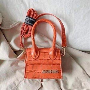 crochet de bourse de sac décoratif portable 2020new cuir bagages étiquette de crocodile modèle défilé de mode rouge petit sac épaule sauvage petit sac
