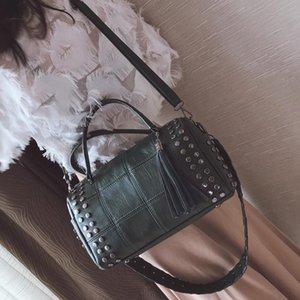 Designer-leftside saco 2019 mulheres designer tassel boston rebite mulher feminina mão bolsa de ombro sacos de ombro saco largo com cinta elegante nnire