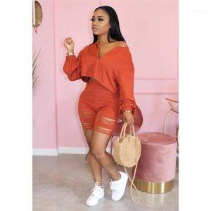 Tops Short Pants Clothing Sets Designer Streetwear Tracksuits Women Summer Hollow Out 2pcs Suits V Neck Short