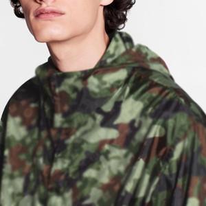 20FW Camouflage Nylon Jacket Highstreet Hip Hop revestimentos à prova de vento impermeável Homens Mulheres Moda Outwear HFLSJK361