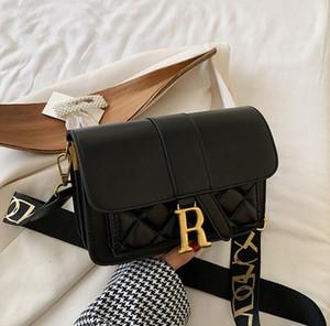 Textura del bolso las mujeres 2020 nueva bolsa de mensajero de banda ancha de moda ins solo hombro bolso pequeño cuadrado, letras de metal, hebilla magnética