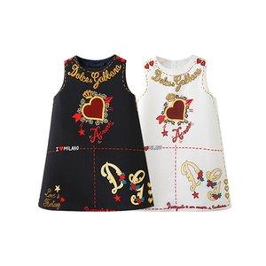Einzelhandel 2020 Mädchen Sommer Ärmel Valentinstag Love Heart Printed A-Linie Prinzessin-Kleid-Baby-Mädchen-Kleider für Kinder Designerkleidung