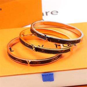 Klassische Marken-Armband mit Logo Delicate Lederarmband für Geliebte arbeiten Frauen Titanstahlarmband-populäre Schmucksachen