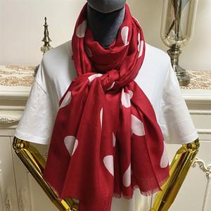 Yeni ürün boyutu 190cm - 90cm% 100 malzeme kırmızı renkli Baskı kalpleri kaşmir kadınlar için uzun paşmina şal eşarplar