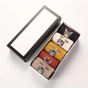귀여운 동물 양말 슬리퍼를 들어 여자 패션 운동면 양말 편지 인쇄 양말 5 쌍 / 상자