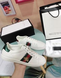 Zapatos clásicos poco de blanco del diseñador Calzado deportivo de hombres de las mujeres y están bordados con seda piel de becerro de abeja Animales Calzado casual Gg 2081702B
